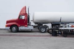 Petrolero del camión de combustible Imágenes de archivo libres de regalías