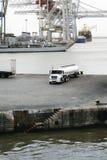 Petrolero del camión de combustible en el puerto de Montevideo Fotografía de archivo
