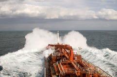 Petrolero en tormenta pesada Foto de archivo