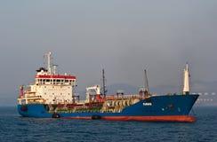 Petrolero Pavino anclado en los caminos Bahía de Nakhodka Mar del este (de Japón) 19 04 2014 Imágenes de archivo libres de regalías