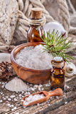 Petroli essenziali e sale di bagno fotografia stock