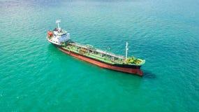 Petroliera, autocisterna del gas nell'alto mare Nave da carico di industria della raffineria, vista aerea, Tailandia, nelle impor fotografia stock libera da diritti
