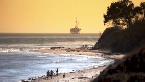 Petrolio marino Rig Drilling Platform - costa del Pacifico stock footage