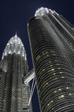 Petronas brengt Torens samen 's nachts, KL, Maleisië Royalty-vrije Stock Fotografie