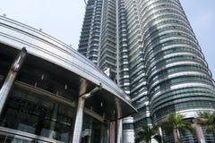 Petronas eleva-se Kuala Lumpur Imagem de Stock Royalty Free