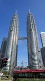 Petronas eleva-se Kuala Lumpur Malaysia Foto de Stock Royalty Free