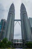 Petronas Góruję jest wysokimi bliźniaczymi wieżami w świacie i znacząco punkcie zwrotnym Kuala Lumpur Zdjęcie Stock