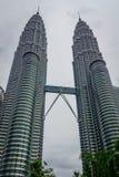 Petronas Góruję jest wysokimi bliźniaczymi wieżami w świacie i znacząco punkcie zwrotnym Kuala Lumpur Zdjęcia Stock