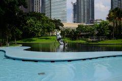 Petronas KLCC parkerar i Kuala Lumpur Arkivbild