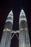 Petronas-Kontrolltürme nachts Stockfotografie