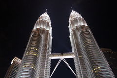 Petronas si eleva la Malesia immagine stock
