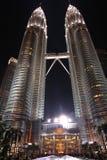 Petronas si eleva la Malesia fotografia stock libera da diritti