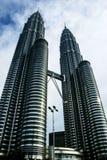 Petronas står hög Arkivfoton