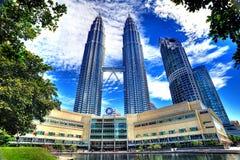 Petronas står hög i HDR Arkivfoton