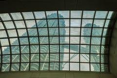 Petronas-Türme von unterhalb lizenzfreie stockfotografie