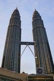 petronas torn kopplar samman Arkivbild