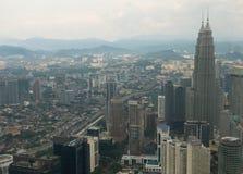 Petronas torn och andra skyskrapor Arkivfoto