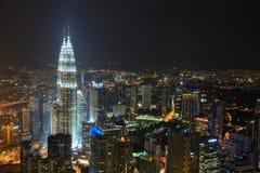 Petronas torn på natten Royaltyfri Bild