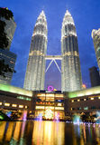 Petronas tvillingbroder i Kuala Lumpur, Malaysia Arkivfoton