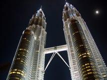 Petronas-Twin Tower nachts Lizenzfreie Stockfotos