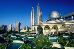 Petronas-Twin Tower und Skyline von Kuala Lumpur Stockbilder