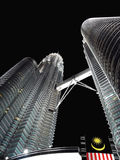 Petronas twin towers at night skyscraper, Malaisia Royalty Free Stock Photos