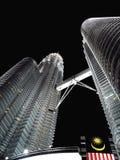 Petronas twin towers at night skyscraper, Malaisia Royalty Free Stock Photos