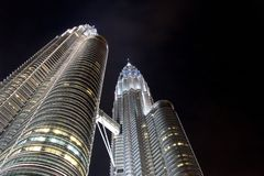 Petronas twin towers noc Zdjęcia Royalty Free