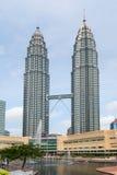 Petronas Twin Towers Symfoni湖吉隆坡 免版税图库摄影