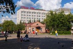 PETROPAVL, CAZAQUISTÃO - 24 DE JULHO DE 2015: Baixa da cidade perto do hotel de Kyzyl Zhar Fotos de Stock