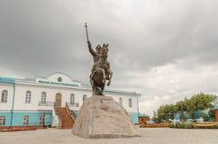 Petropavl Kasakhstan - Augusti 11, 2016: Ryttaren på hästen royaltyfria bilder