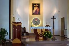 PETROPAVL, KAZACHSTAN - JULI 24, 2015: Binnenland van Roman Catholic Church van het Heiligste Hart van Jesus in Petropavl Stock Foto's