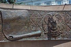 PETROPAVL, KAZAKHSTAN - 24 JUILLET 2015 : Élément du mémorial sur la place Image stock