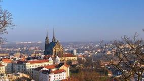 Petrov - St Peters och Paul kyrka i den Brno staden Centraleuropa Tjeckien arkivbild