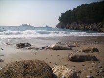 Petrovac, la ciudad vieja, playa de Montenegro neearby Imagenes de archivo