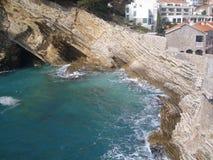 Petrovac, la ciudad vieja, playa de Montenegro neearby Fotografía de archivo