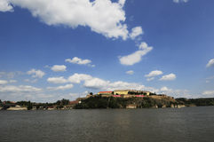 Petrovaradin-Festung während des Ausgangsfestivals stockfotografie