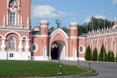 Petrovsky pałac bramy góruje upał Zdjęcie Stock