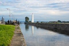 Petrovskykanaal en vuurtoren Stock Fotografie