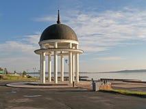 Petrozavodsk Petrovsky rotunda sull'argine del lago Onega Immagine Stock