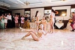 Petryky, de Oekraïne - Mei 14, 2016: De dans toont ballet in huwelijkspa Stock Foto's