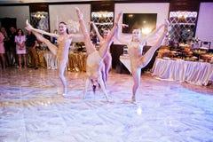Petryky, de Oekraïne - Mei 14, 2016: De dans toont ballet in huwelijkspa Royalty-vrije Stock Afbeeldingen
