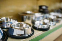 Petshop, shelf with water bowls for dogs and cats Stock Images