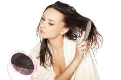 Pettinatura bagnata dei capelli Fotografia Stock Libera da Diritti