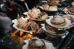 Pettine del barbecue nel mercato ittico Fotografia Stock