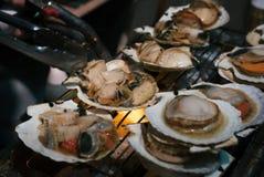 Pettine del barbecue nel mercato ittico Immagine Stock Libera da Diritti