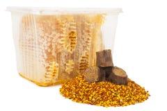 Pettine e polline del miele con propoli fotografie stock