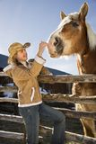 petting γυναίκα αλόγων Στοκ Φωτογραφίες