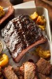 Petto del barbecue e vassoio affumicati delle costole Fotografie Stock