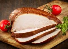 Petto di pollo affumicato affettato Immagini Stock